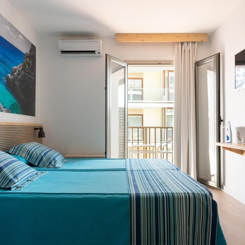 Double room with balcony and side sea view Eolo Hotel