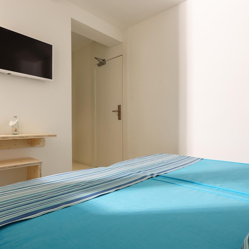 Basic economy small double room Eolo Hotel