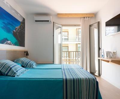 Cycliste Premium - Chambre double avec balcon et vue latérale sur la mer Eolo Hotel